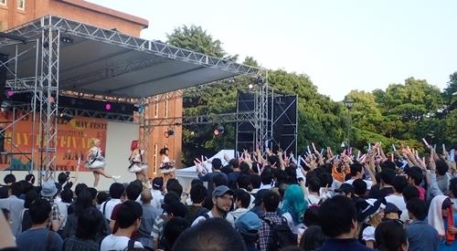1705五月祭 安田講堂ステージ_BiBiライブ.JPG