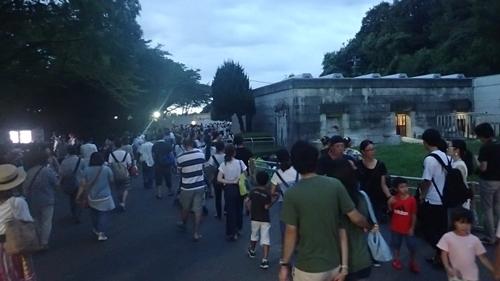 170818東山動物園ナイト07北園も人混み.JPG