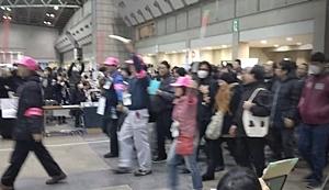 180101 冬コミC95_04_開場行列.JPG
