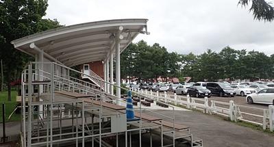 ノーザンホースパーク160711-ライディング駐車場.JPG